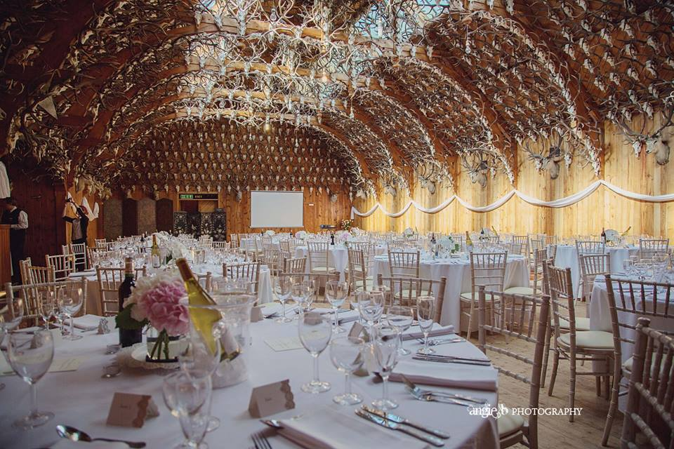 wedding_talbe_with_roof_horns_angie_photography